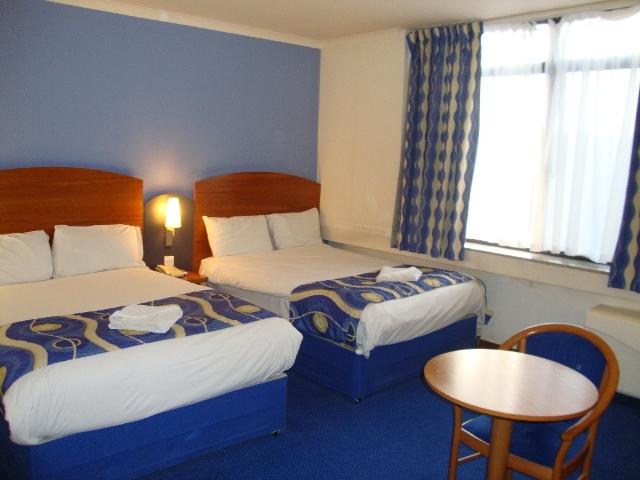 En-suite-twin-room